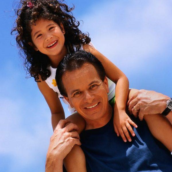 girl on dad's shoulders