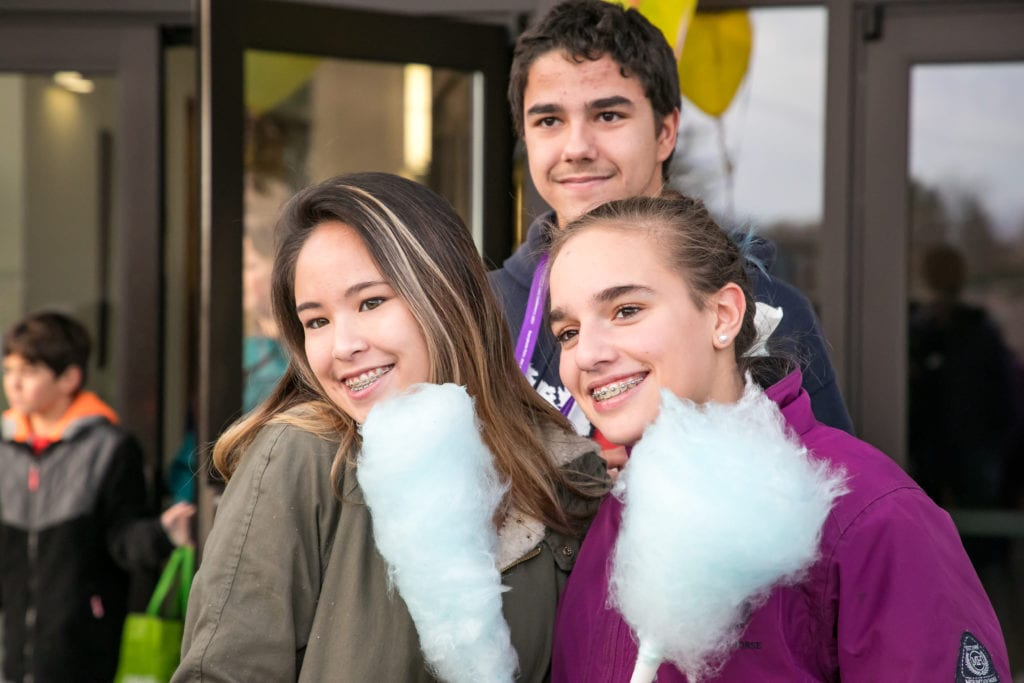 KAN Teens with cotton candy